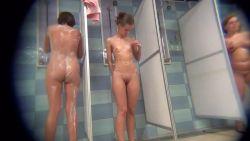 Caméra cachée dans les douches des filles