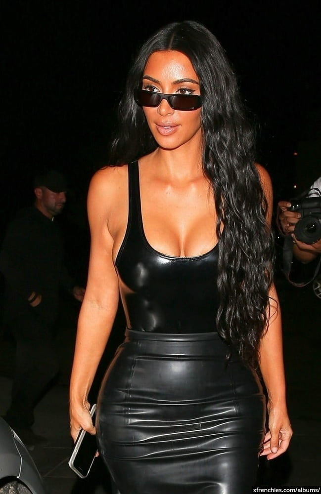 Photos sexy de Kim Kardashian en sous vêtements n°61
