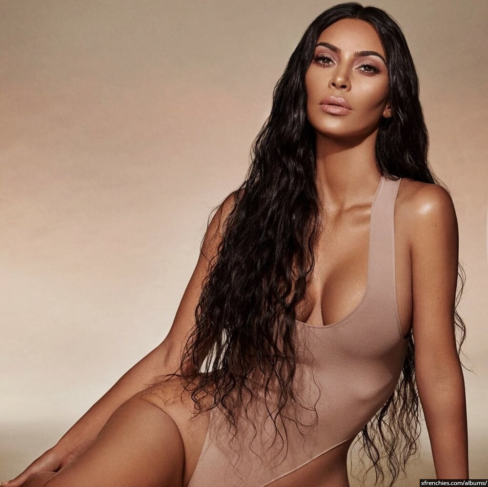 Photos sexy de Kim Kardashian en sous vêtements n°87