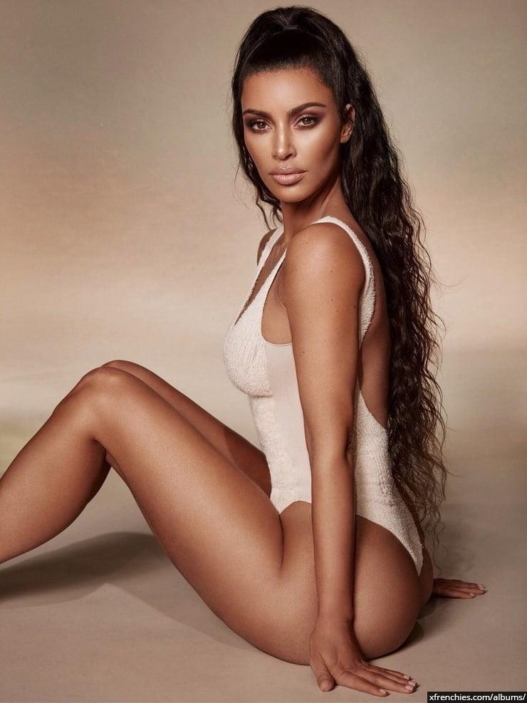 Photos sexy de Kim Kardashian en sous vêtements n°88