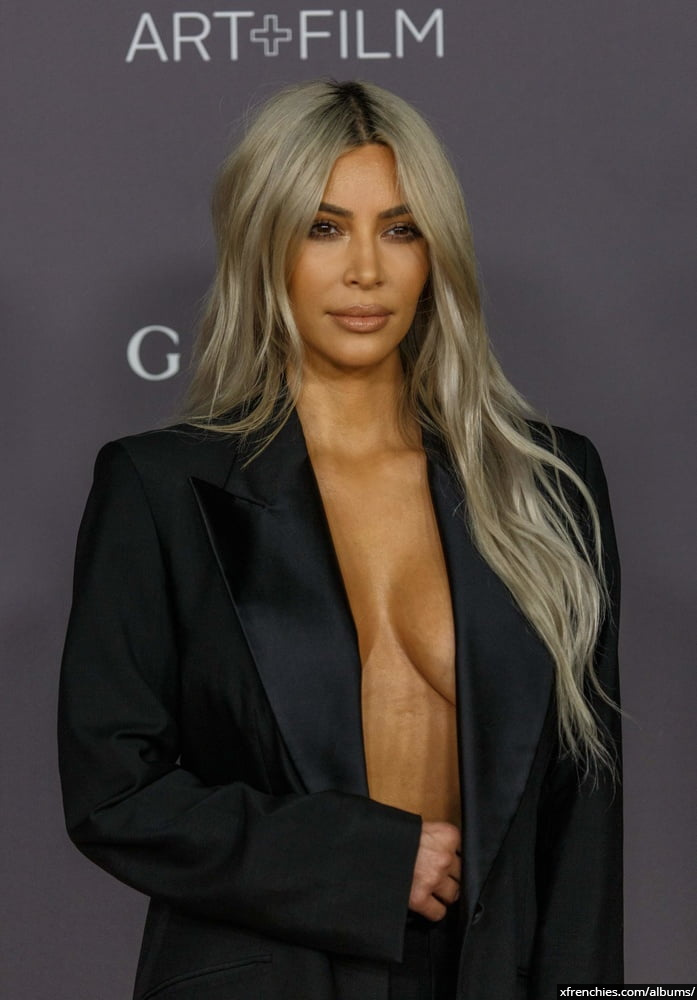 Photos sexy de Kim Kardashian en sous vêtements n°92