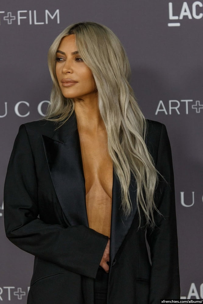 Photos sexy de Kim Kardashian en sous vêtements n°97