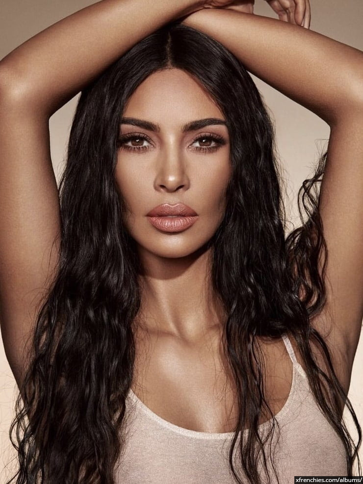 Photos sexy de Kim Kardashian en sous vêtements n°99
