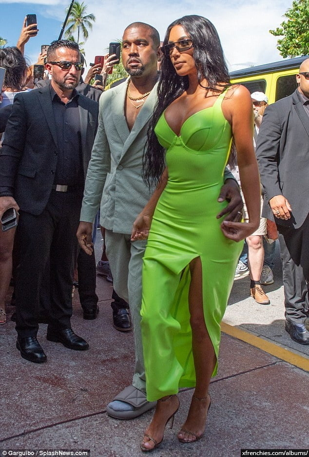 Photos sexy de Kim Kardashian en sous vêtements n°158