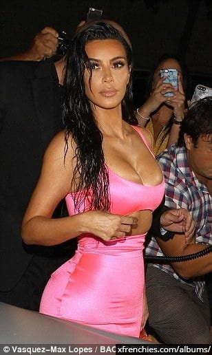 Photos sexy de Kim Kardashian en sous vêtements n°171