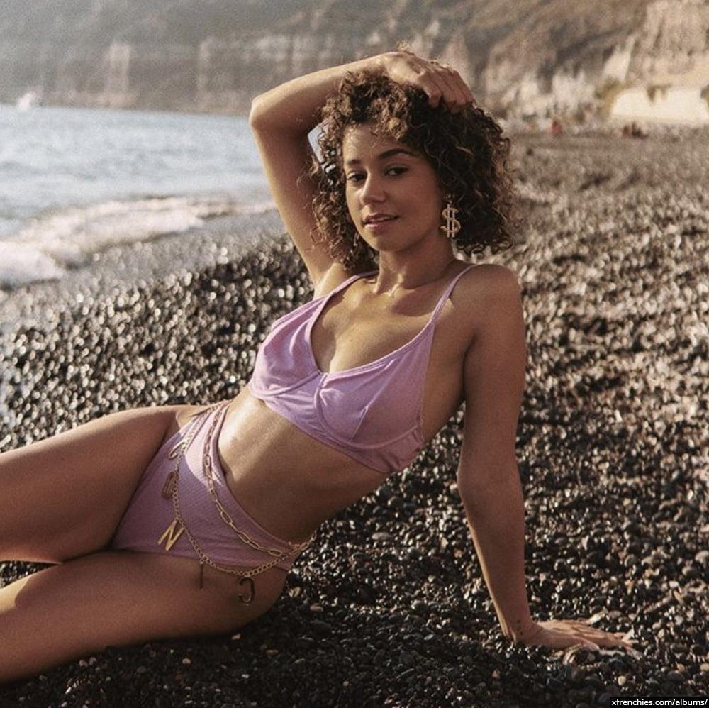 Photos sexy en lingerie de Lena Situation nue n°94